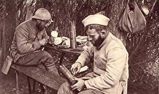 WW1,1WW,guerre,14 18,1914,art des tranchées,trench art,bâton,canne,tranchée,trench,poilu,art populaire,