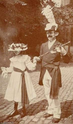 Capitaine de Ducasse & Dame de Place - Obourg - F.Dricot & Cie -